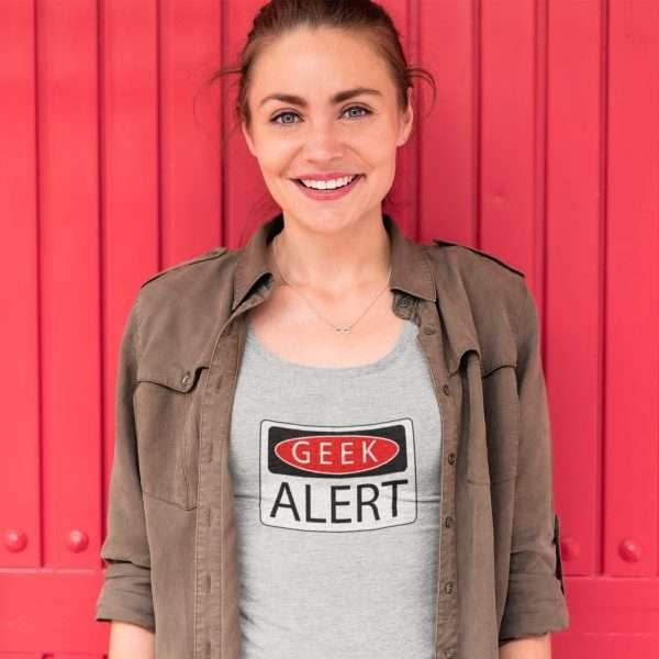 woman wearing a tshirt that says geek alert